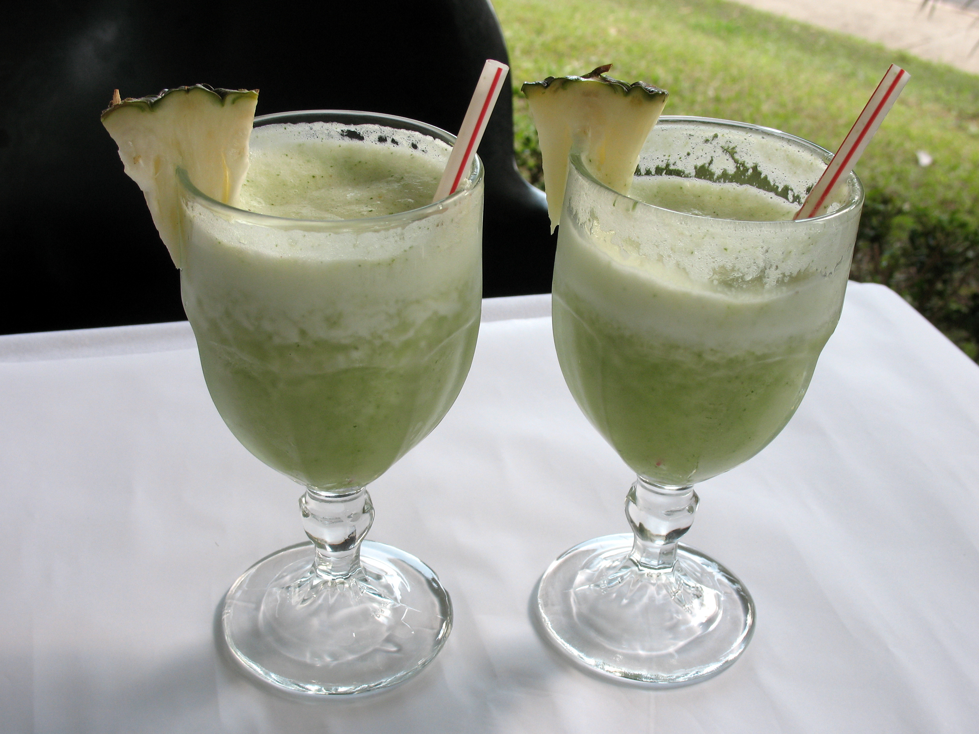 green-juice-with-pineapple